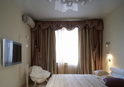 Натяжные потолки в спальне 1