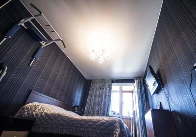 Натяжные потолки в спальне 3